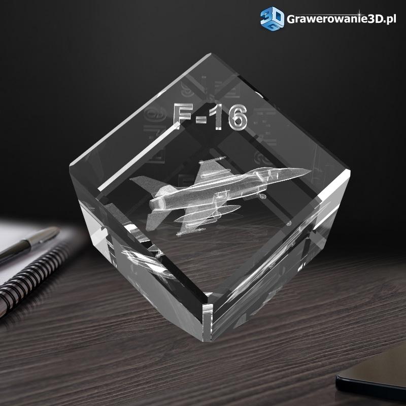 kryształowa kostka ze ściętym rogiem z wygrawerowanym samolotem 3D